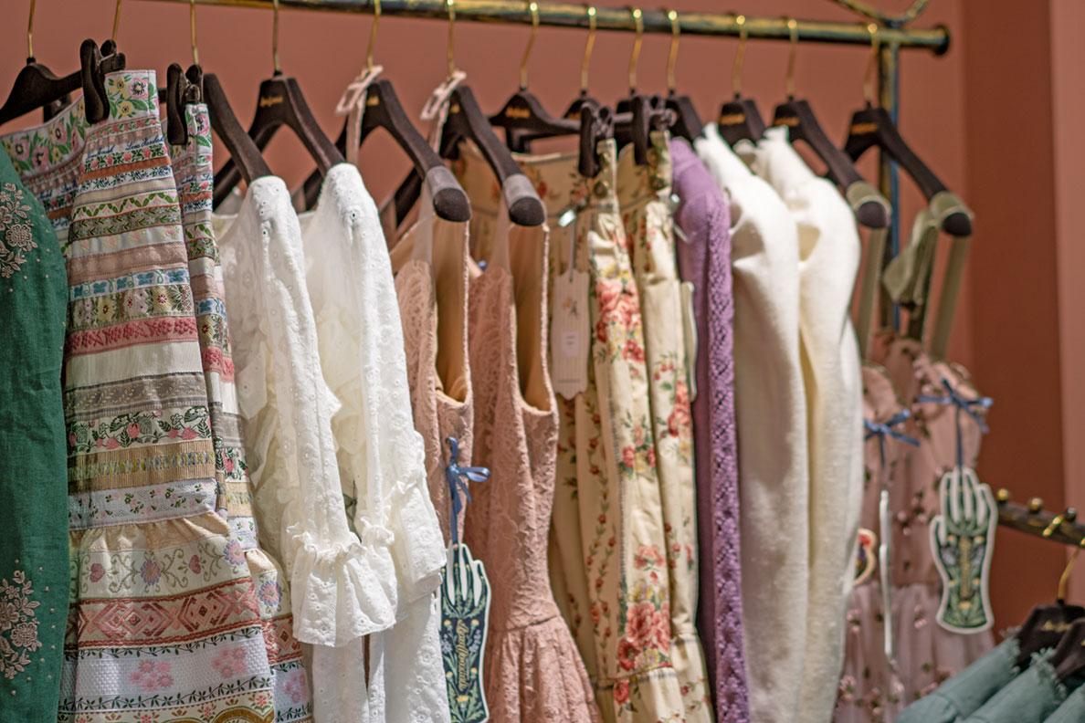 Zauberhafte Kleider im Laden von Lena Hoschek in Kitzbühel