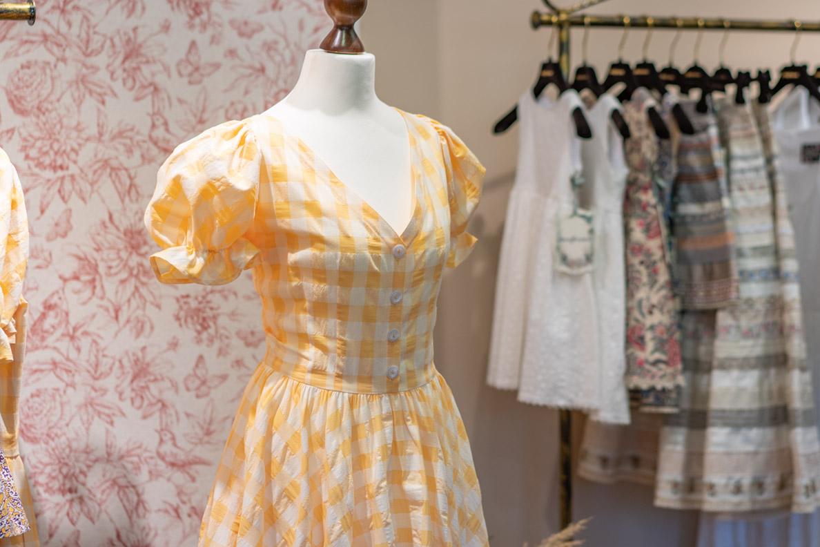 Ein gelbes Sommerkleid von Lena Hoschek