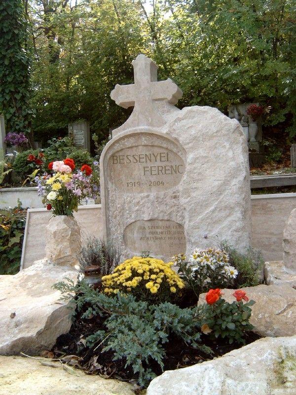 Így néz ki Bessenyei Ferenc síremléke