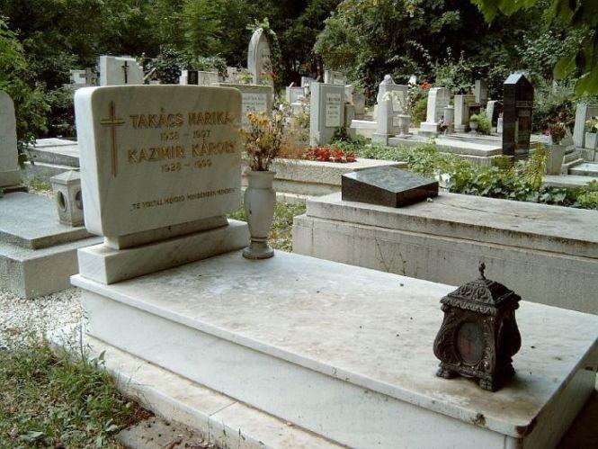 Így néz ki Takács Marika síremléke