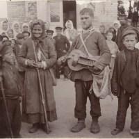 new Коллекция И. Сербава. Местечко Петриков возле церкви слепой Степан Галец с лирой (50retro)