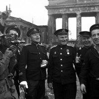 Днепровская  флотилия на реке Шпрее, Берлин, май 1945 года (84retro)