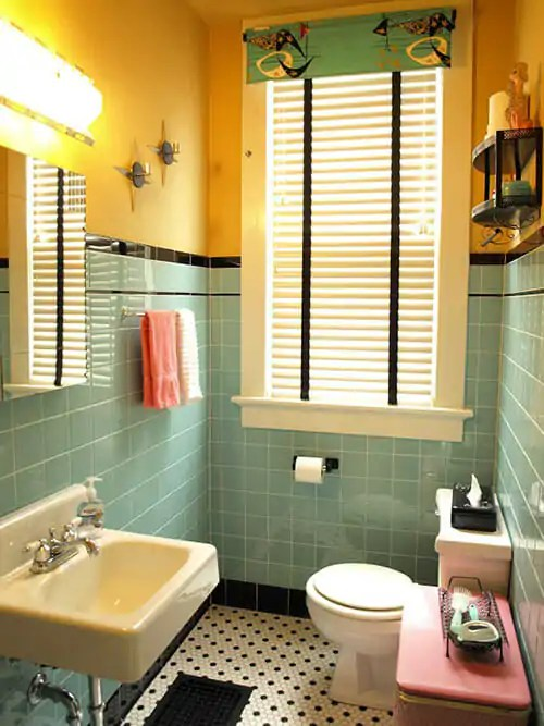 1940 S Yellow Vintage Bath With Florence Broadhurst Wallpaper By Greg Natale Design Via Atticmag