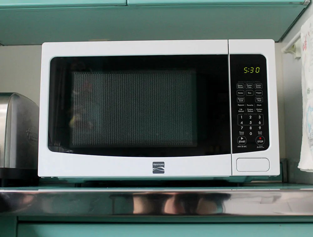 a microwave oven that s not too big not too small just right my new kenmore 72122
