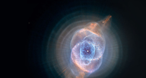 The dust of the Cat's Eye Nebula