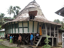 naturkatastrophen-traditionelles-haus-indonesien