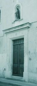 イタリアでもよく見かけた、壁のアルコーブのマリア像