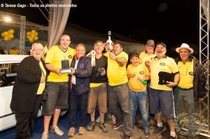 Grupo Reumatismo Car Club posando para a foto junto com o Organizados do EBAA da premiação do Fiat 147