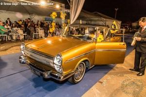 Desfile do premiado Chrysler Esplanada no IV Encontro Brasileiro de Autos Antigos