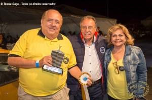 Artur Vidal proprietário do Karmann Ghia TC recebendo o Prêmio.