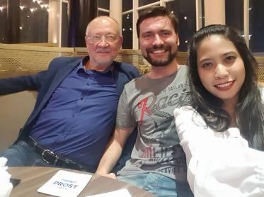 Madinatul Fadhilah Directrice de Skyway Indonesia avec Anatoly Yunitsky et Victor Barburin