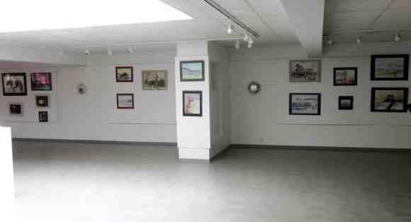 Exposition d'aquarelles dans la salle culturelle de Mendi Zolan
