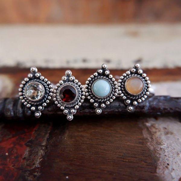 Zilveren ringen met edelsteen