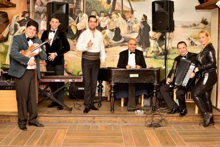 Muzica live de la Taraf Bucuresti si Cover & Dance Band pentru revelion