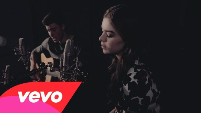 Shawn Mendes & Hailee Steinfeld singing Stitches