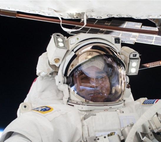 Chris Cassidy durant une de ses EVA (crédit NASA)