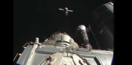 A quelques minutes du docking (source NASA TV)