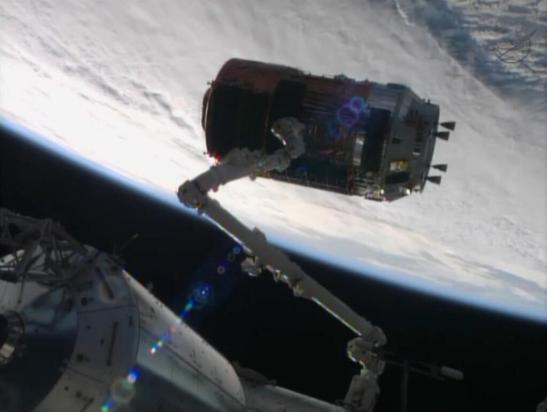 le HTV4 capturé par le bras robotique Canadarm2