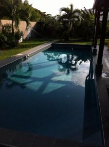 la piscine où j'habite à Kourou (pas mal non ?)