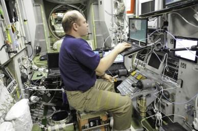 Oleg Kotov a l'entrainement pour un docking manuel (source NASA)