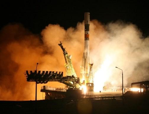 La fusée Soyouz avec le Progress 21 s'élève dans le ciel de Baikonour 25/11/13 (source Roscosmos)