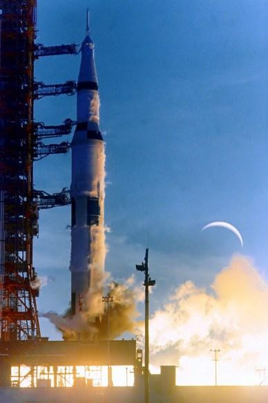 La fusée Saturn 5 emportant Apollo 8 le 21 décembre 1968