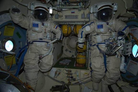 Les combinaisons russes de sortie dans l'espace (source Roscosmos)