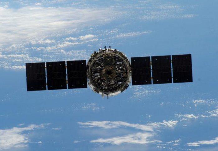 Le cargo Cygnus Orb-1 après son départ de l 'ISS (source NASA via @ShuttleAlmanac)