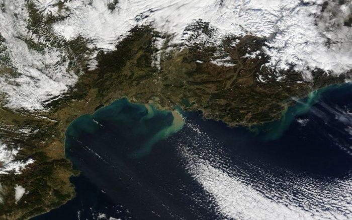 Image acquise par le spectroradiomètre imageur à résolution moyenne (MODIS) du satellite Terra de la NASA le 21 Janvier 2014 (source http://earthobservatory.nasa.gov/)
