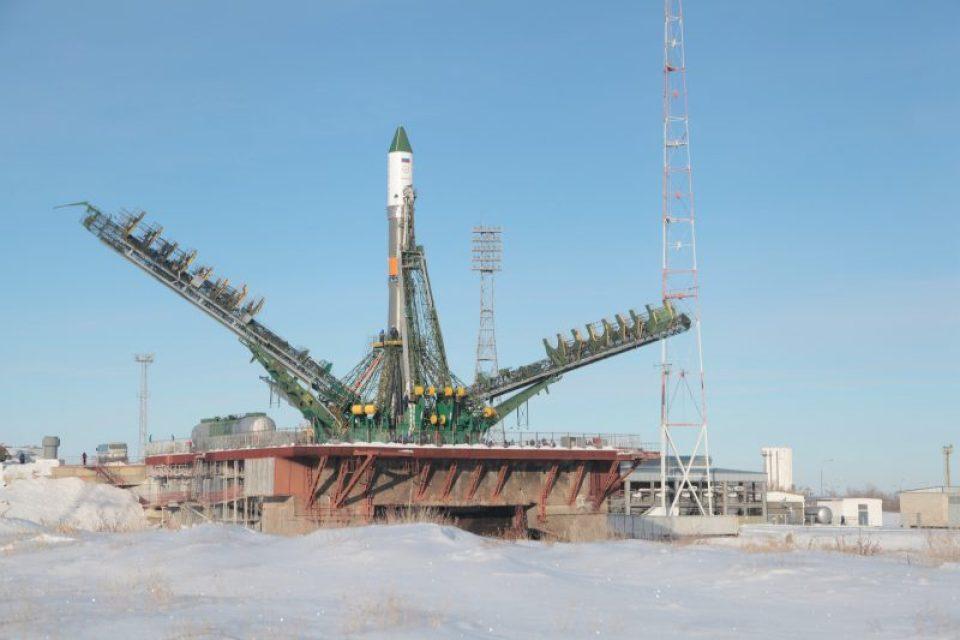 Le lanceur Soyouz emportant le Progress M-22M sur son pas de tir (source RSC Energia)