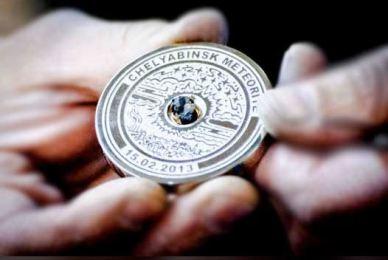 Médaille d'or des JO de Sochi avec un fragment de météorite    (source : collectSPACE.com)