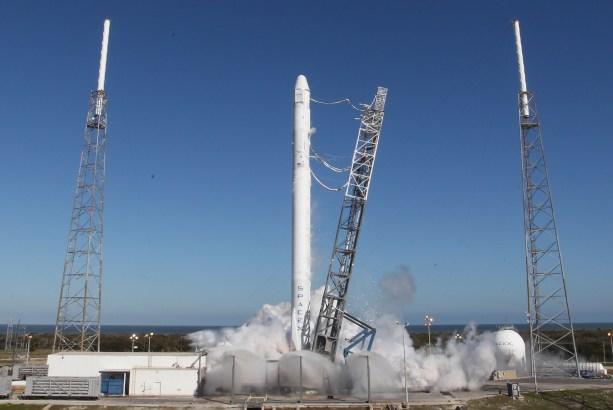 Le lanceur Falcon 9 lors du test statique du 8 mars (source Space X)
