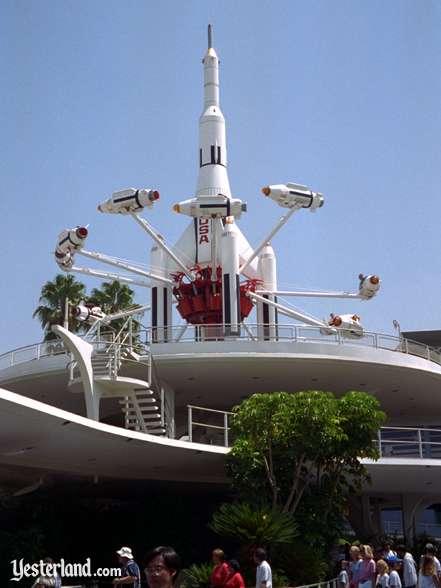 """L'attraction """"rocket jets"""" ouverte de 1967 à 1997 (source Yesterland)"""