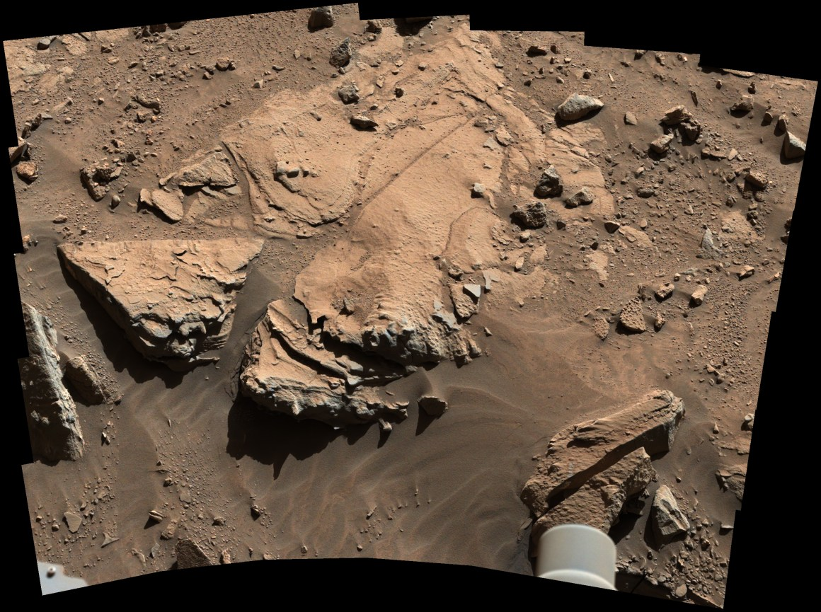 Photo composite  de la caméra Mastcam de Curiosity prise au 609 SOL (ou  23 avril 2014)  de la roche Windjana (source NASA / JPL-Caltech / MSSS)