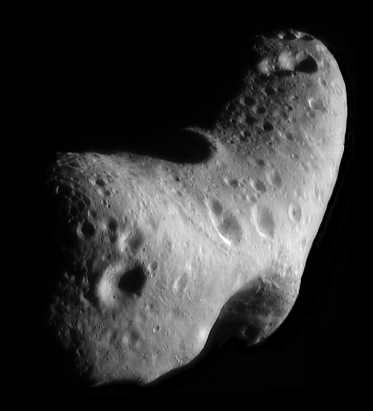 Point de vue spectaculaire, construit à partir de six images prises par la sonde NEAR-Shoemaker à une altitude orbitale d'environ 200 kilomètres.  (Crédit: NASA / JPL / JHUAPL)