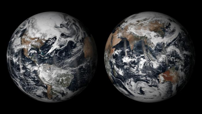 2 images réelles du globe terrestre prises par le satellite Suomi NPP en orbite héliosynchrone. Chaque image est assemblée par le traitement de 15 orbites du satellite sur une période de 24 heures, et utilise des techniques pour mélanger les bords de chaque orbite. (source NOAA)