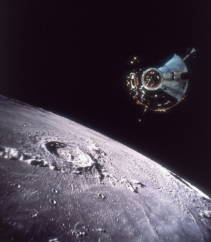 Le Module de The Apollo Command/Service Module stationed over the moon's surface during the Apollo 11 mission, 20th July 1969. (Hulton Archive/Getty Images)
