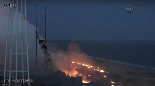 Le pas de tir après le retour au sol du lanceur détruit (source NASA TV)