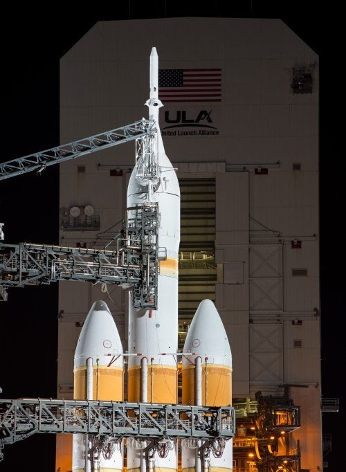 Delta IV Heavy /Orion le 4 décembre sur son pas de tir (Photo credit: NASA/Bill Ingalls)