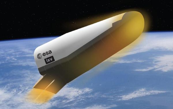 Vue d'artiste de l'Intermediate eXperimental Vehicle (IXV). Crédits : ESA/J.Huart