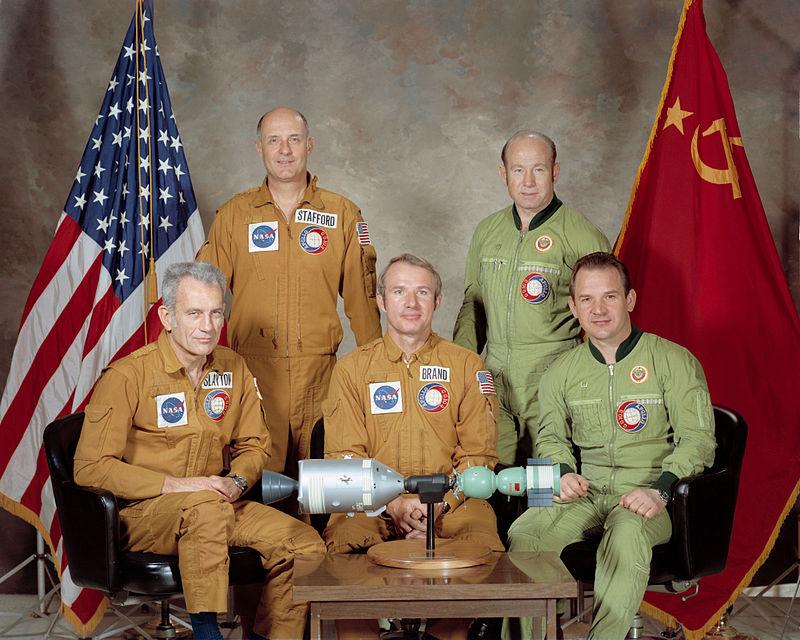 Portrait des équipages de l' ASTP (credit NASA)