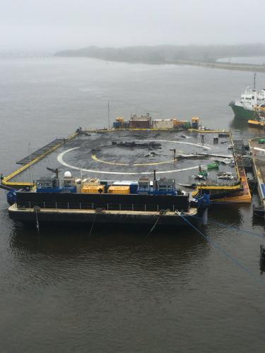 La barge de retour au port après l'échec d'atterrissage de la Falcon 9 le 14/04/015 (source http://imgur.com/ le 18/04/15)