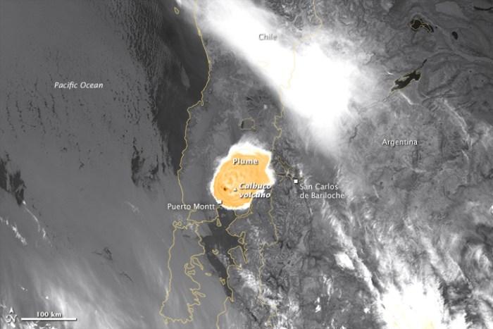 Image prose par le Visible Infrared Imaging Radiometer Suite (VIIRS) sur Suomi NPP montrant la signature de la chaleur de la cendre chaude dans l'infrarouge (credit NASA)