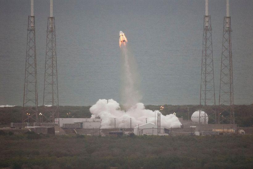 Le 6 mai 2015, SpaceX a testé le système d'éjection d'urgence de sa future capsule habitée, Dragon V2 (Crédits : NASA/Kim Shiflett)