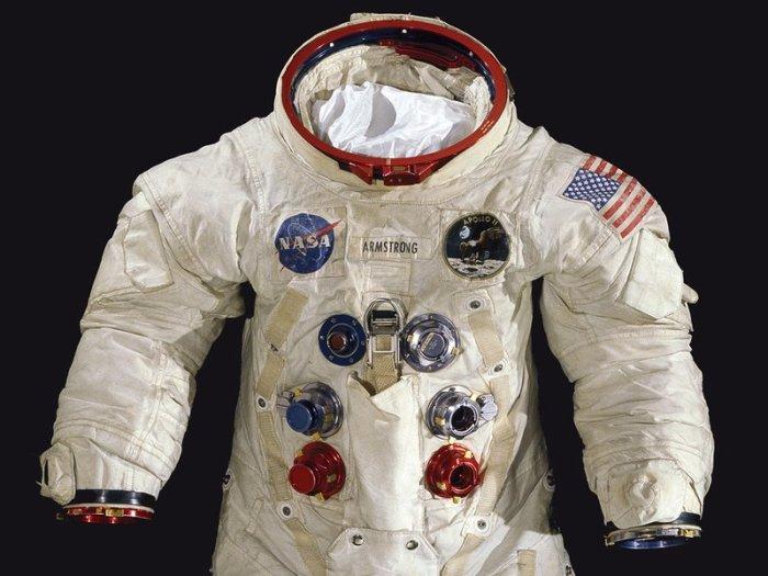 La combinaison spatiale que Neil Armstrong portait quand il a effectué ses pas sur la Lune, est présente dans la collection duNational Air and Space Museum. (Mark Avino / MSNA)