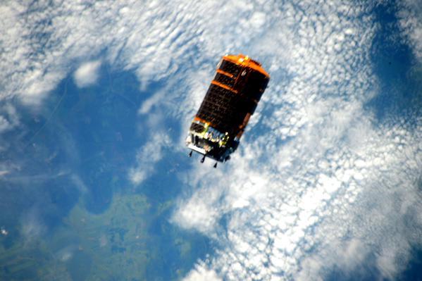 L'arrivée du cargo japonais HTV-5 photographiée par l'astronaute Scott Kelly depuis l'ISS (Credit NASA)