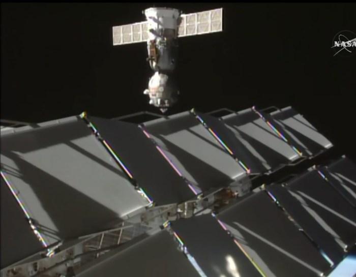 Séparation du Soyouz TMA-16M le 28/08/15 poru sa relocalisation du port Poisk vers le port Zvezda (source NASA TV)