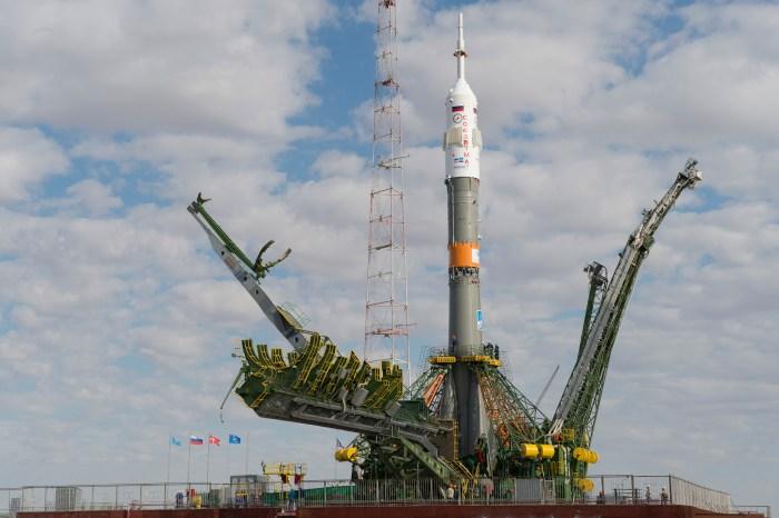 La Soyouz TMA-18M juste après son érection sur le pas de tir le 31/08/15 (credit ESA)