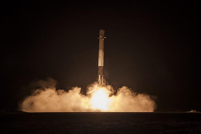 atterrissage-premier_etage_spaceX_falcon_9-4