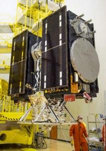 Intégration des satellites Galileo sur le lanceur Soyouz VS13 le 09/12/2015 (credit ESA / Arianespace / CNES / CSG)